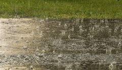 Vydatný déšť ve střední části republiky může v úterý rozvodnit řeky
