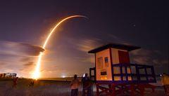 VIDEO: Odstartovala Muskova raketa Falcon 9. Náklad 60 družic je nejtěžší, který dosud nesla