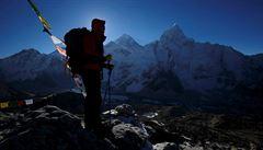 Na Everestu se stála mnohahodinová fronta. Zemřeli tam čtyři horolezci, doplatili na vyčerpání