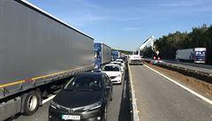 Letní kolaps na D1? Třetina dálnice je v opravě, ministr slibuje 'lidštější' čekání v kolonách a vodu
