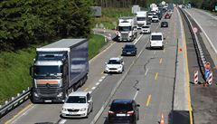 Dopravní nehoda na D1 zastavila provoz na 127. kilometru ve směru na Brno, obešla se ale bez zranění