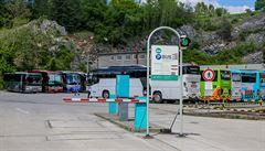 Konec neregulované turistiky. Český Krumlov zpoplatnil vjezd zájezdových autobusů do města