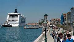 Velké výletní lodě od září již nevplují do centra Benátek. Podle ekologů jsou ale omezení nedostatečná