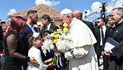 Papež požádal Romy o odpuštění. 'Zacházeli jsme s vámi špatně'