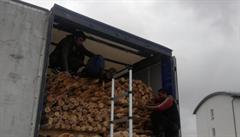 V kamionu se dřevem na D1 jeli migranti. V návěsu je našla cizinecká policie