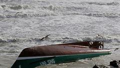 Ve Francii zemřeli tři záchranáři, kteří se bez ohledu na varování vydali na pomoc lodi sužované bouří Miguel