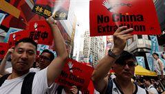 Statisíce lidí v Hongkongu protestovaly proti zákonu, který by umožnil vydávat podezřelé do pevninské Číny