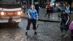 Chasidská svatba či tramvajačka v dešti. Podívejte se na nominované snímky Czech Press Photo