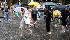 Meteorologové varují: V pondělí přijdou silné bouřky s krupobitím. Někde přetrvá ještě i vedro