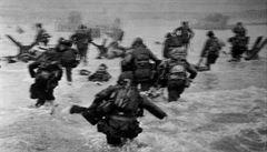 'Ztuhli jsme. Jen mrtvolami hýbal příliv,' popsal fotograf ikonických snímků vylodění v Normandii