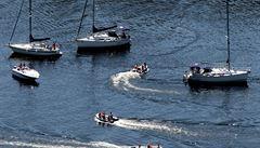 Dva Němci se pohřešují po srážce s lodí s Čechy na přehradě ve Španělsku