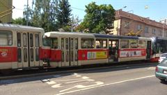 V pražských Košířích se srazily tramvaje. Odstraňování následků bude trvat několik hodin