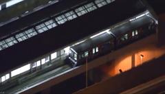 V Japonsku se automaticky řízený vlak rozjel na špatnou stranu, zranilo se 20 lidí