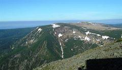 V Krkonoších ještě leží poslední zbytky sněhu, hlavně na Mapě republiky
