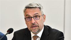 Ministerstvo obrany letos kvůli koronaviru nenakoupí letadla. Chce uspořit až 2,9 miliardy korun