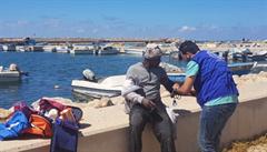 U Libye se potopila loď s migranty. Zachránit se zatím podařilo 38 pasažérů