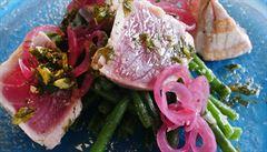 Italové v kuchyni. Jak na tuňákový steak s restovanými fazolkami