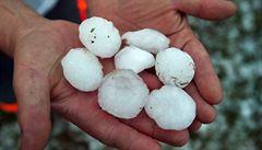 Silné bouřky s přívalovým deštěm a kroupy zasáhly v noci desítky míst na Moravě a Vysočině