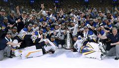 St. Louis poprvé slaví zisk Stanleyova poháru. Blues vyhráli rozhodující zápas v Bostonu 4:1