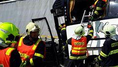 Policisté stále vyšetřují nehodu autobusu a kamionu u Litovle. Škoda dosahuje půl milionu korun