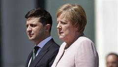 VIDEO: Třes Merkelové nemá vážnou příčinu, říkají lékaři. Může za něj vedro a nedostatek tekutin