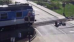 VIDEO: Odtáhl zraněného seniora z trati krátce před příjezdem vlaku, za záchranu života dostal medaili