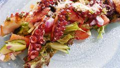 Italové v kuchyni. Vyzkoušejte čerstvý salát s grilovanou chobotnicí