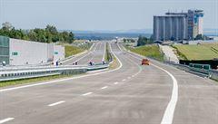 Nehoda uzavřela na dálnici D2. Srazilo se šest aut, nikdo se ale nezranil