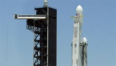 Raketa Falcon Heavy úspěšně odstartovala, nese 24 experimentálních družic