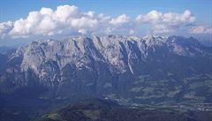 Při pádu v rakouských Alpách zemřela česká turistka. Zřítila se z výšky 200 metrů