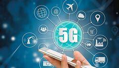 'Griluje nám mozek a dokonce může za covid-19.' Konspirátoři jásají, technologie 5G budí vášně