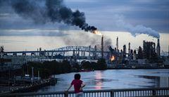 Na východě USA hoří velká ropná rafinerie. Hustý kouř zahalil některé čtvrti Filadelfie