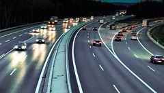Soumrak dálničních známek. Nalepování skončí, neplatiče pohlídají kamery a online systém