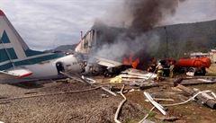 VIDEO: Antonov přejel ranvej při nouzovém přistání na Sibiři, narazil do budovy a vzplanul. Dva lidé zahynuli