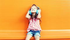 Hudba stimuluje vývoj nedonošených dětí, tvrdí vědci