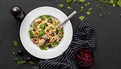 Jak na paleo? Zkuste cuketové špagety cudle s tuňákem
