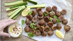 Nejíte luštěniny? Zkuste si doma připravit lilkový 'falafel'