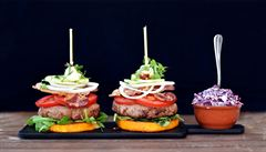 Burger na máslové dýni se zelným salátem