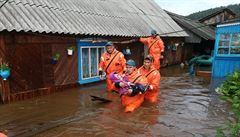 Záplavy v Rusku si už vyžádaly 20 mrtvých, osm lidí se pohřešuje. V akci je armáda