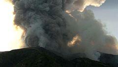VIDEO: Sopka Stromboli se po výbuchu uklidnila. Požáry v okolí hasí dvě letadla