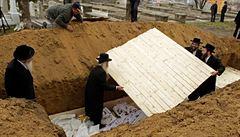 V Rumunsku objevili nedaleko masového hrobu granát a lidské ostatky z doby protižidovských pogromů