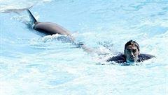 Šampion Magnini prohrál závod s delfíny