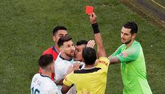 Rozzuřený Messi odmítl převzít bronz. 'Korupce sudích poslala do finále Brazílii,' vztekal se po vyloučení
