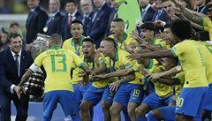 Brazílie vyhrála na Maracaná Copa América. Peru porazila i v deseti hráčích