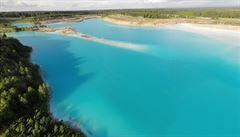 'Novosibiřské Maledivy'. Rusky by se chtěly opalovat u krásného jezera, to je ale nebezpečné a bez života