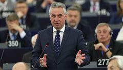 Zákaz vlajek v europarlamentu? Neuvěřitelná tupost, kritizuje Zahradil