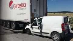 Dopravu na D1 komplikuje tragická nehoda. Při střetu nákladního a osobního vozidla zemřel řidič