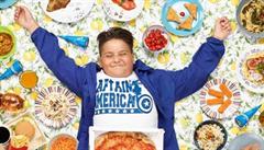Jste to, co jíte. Co snědí děti z celého světa za týden? Podívejte se na fotografický projekt