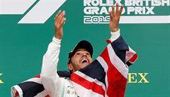 Dominance Mercedesu trvá. Hamilton si v Silverstonu připsal rekordní šestý triumf