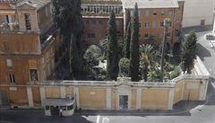 Záhada vatikánských hrobek. Chyběly v ní jakékoliv ostatky, čísi kosti ale našli v sousední dutině